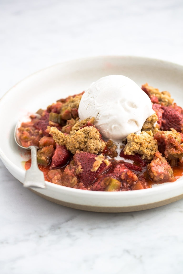 plate with gluten-free rhubarb strawberry crumble and a scoop of ice cream