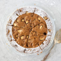 This apple walnut pie cake is a great everyday coffee cake or your Thanksgiving dessert option. Baked in 40 minutes from simple ingredients: flour, butter, brown sugar, egg, flour, spices, apples and walnuts.