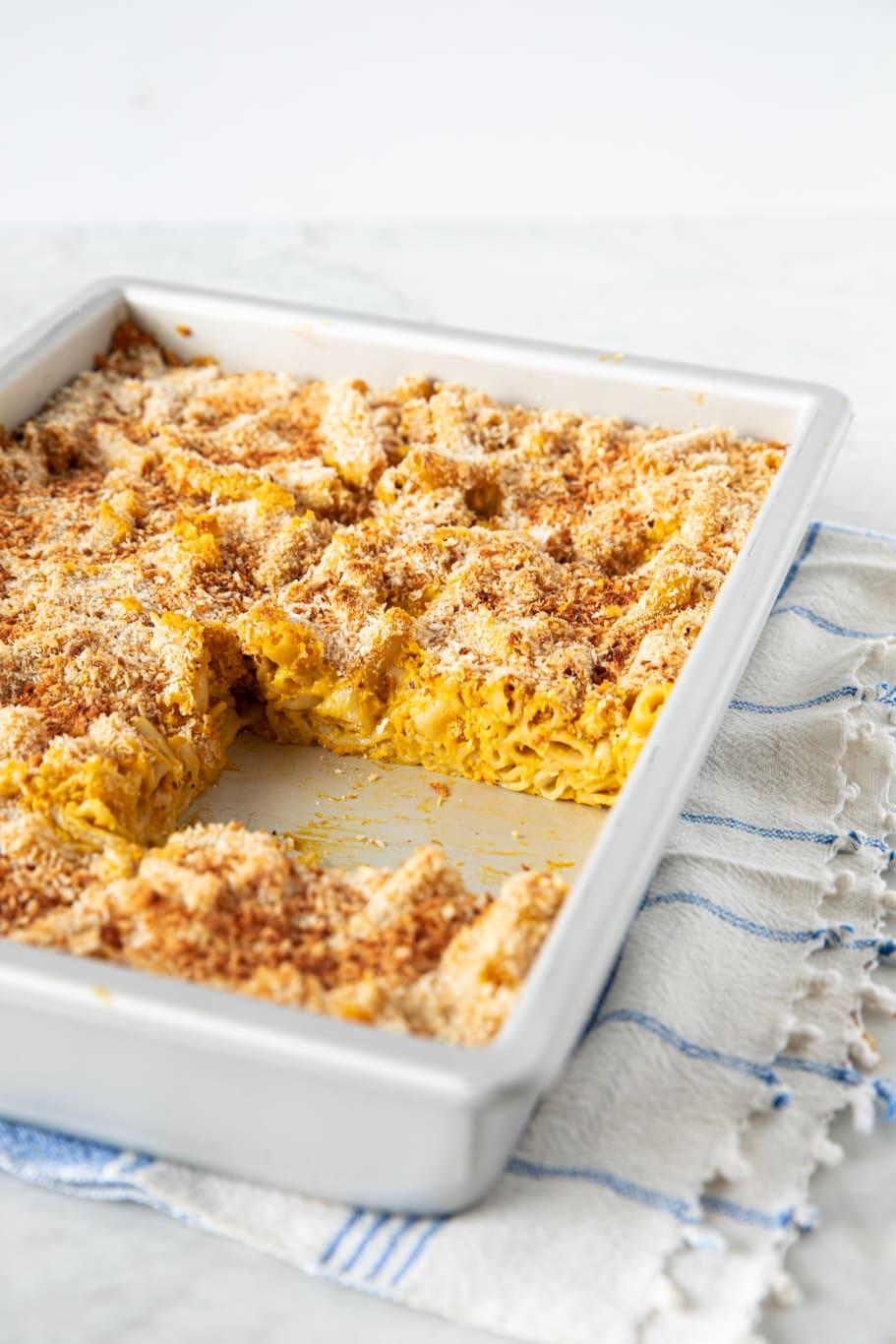 Casserole dish with vegan mac 'n' cheese pasta